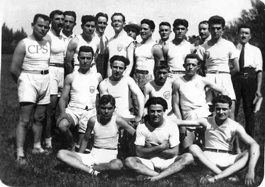 Les membres du Racing en tenue d'athlétisme.