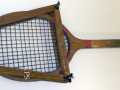Raquette de tennis en bois