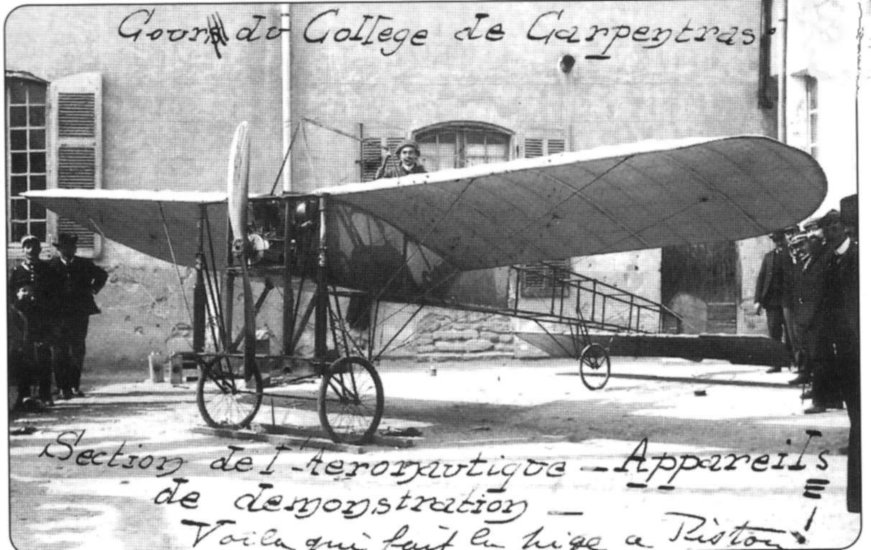 avion de démonstration cour du collège - copie